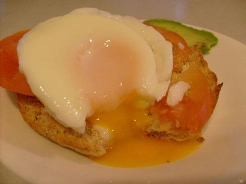 poached egg bagel