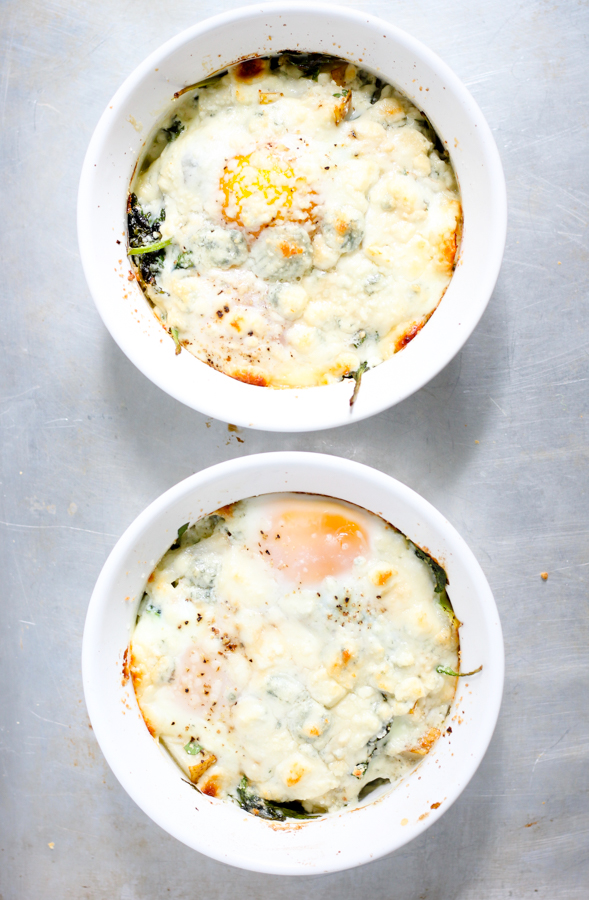 baked eggs with blue cheese melted