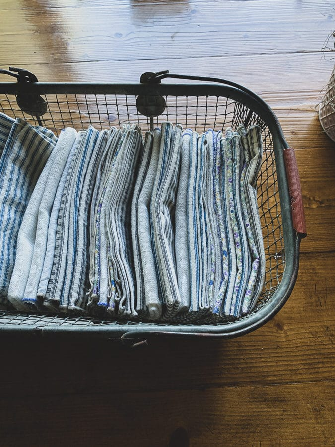 tips for clutter zones napkins organized