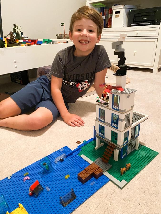 Lego WinterLakeHouse