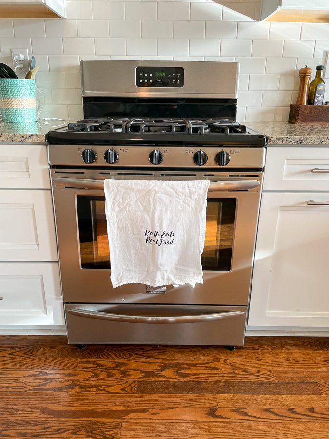 whirlpool stove with linen cloth