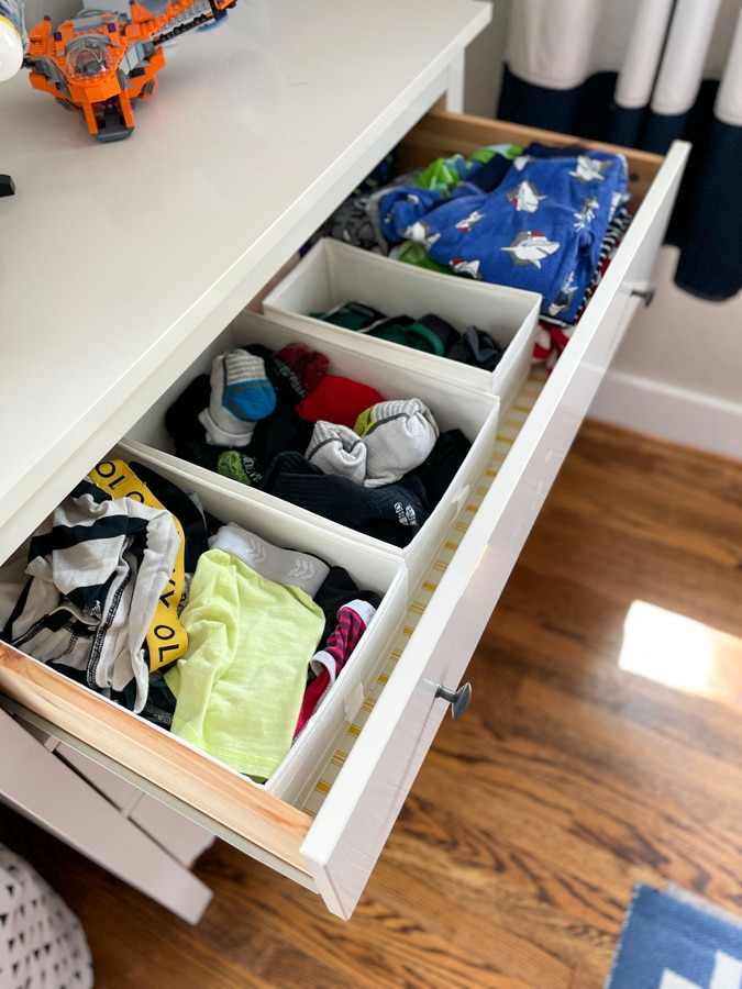 How to sort the clothes in drawers