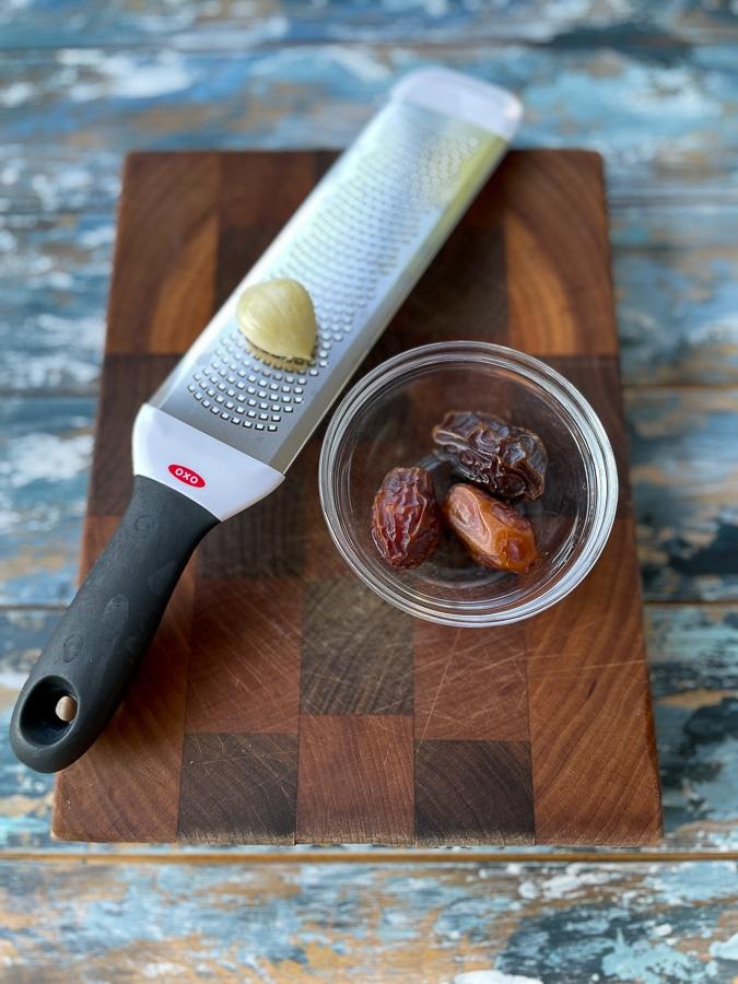 dates and garlic